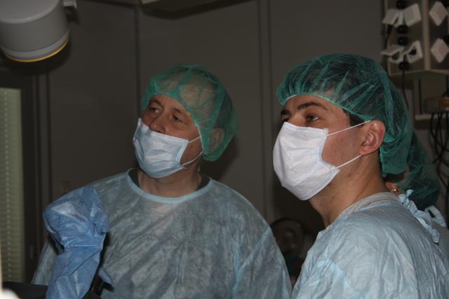 Оперируют профессор Феденко В.В. и доцент Евдошенко В.В.